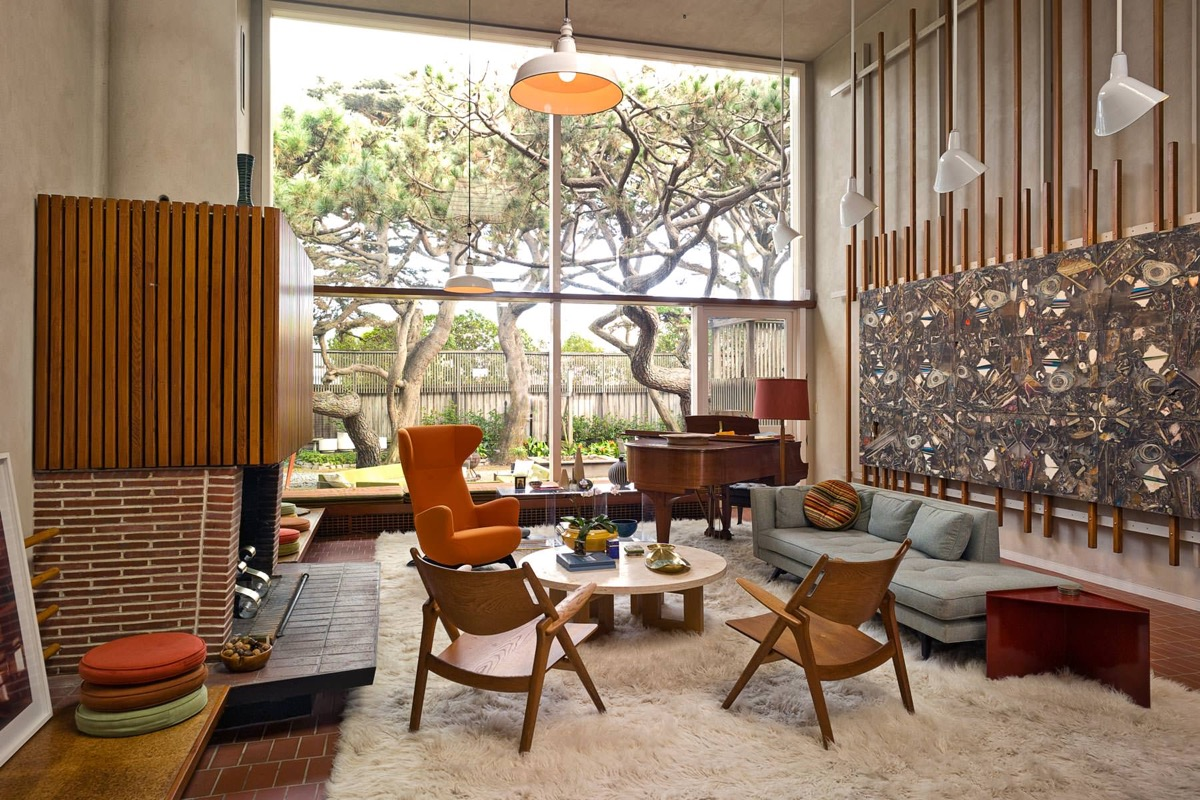 Cosy living room in mid-century design by Urvission Interiors