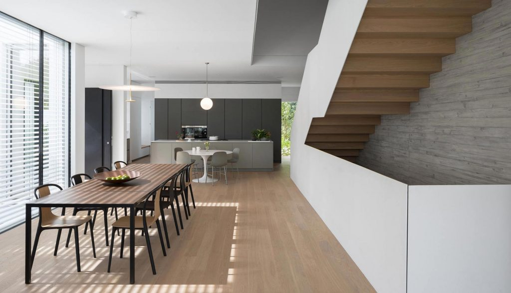 Minimalist kitchen and dinning room by Urvission Interiors