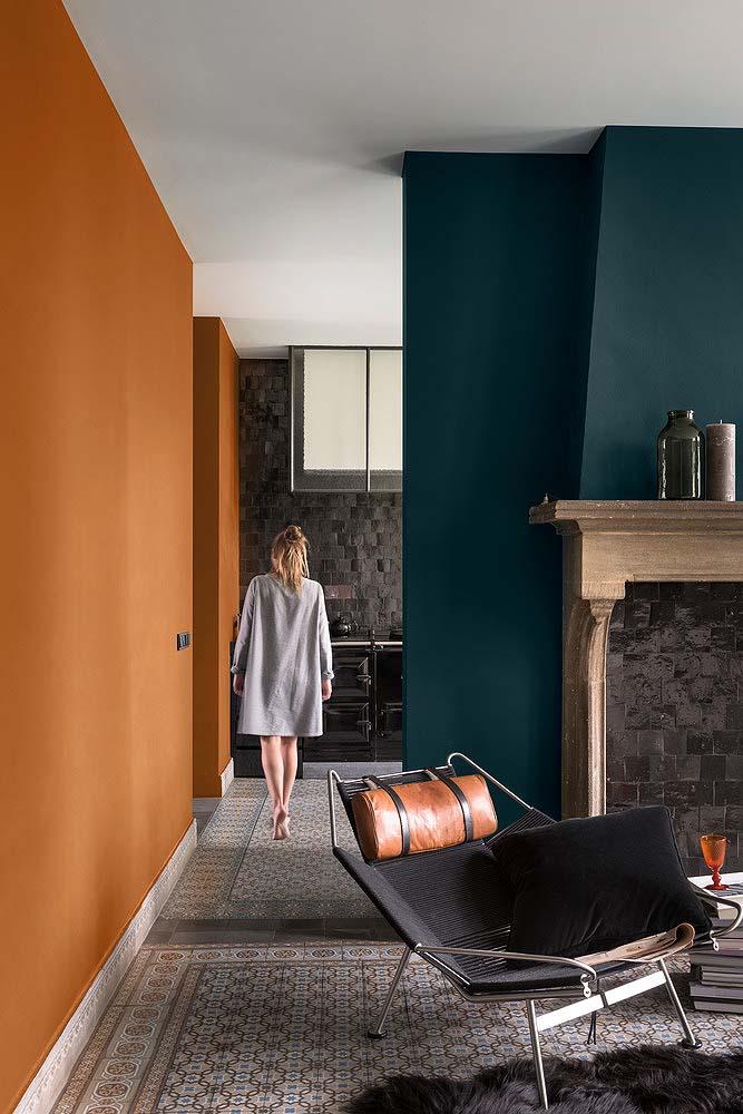 Burnt_orange_wall_Urvission_Interiors